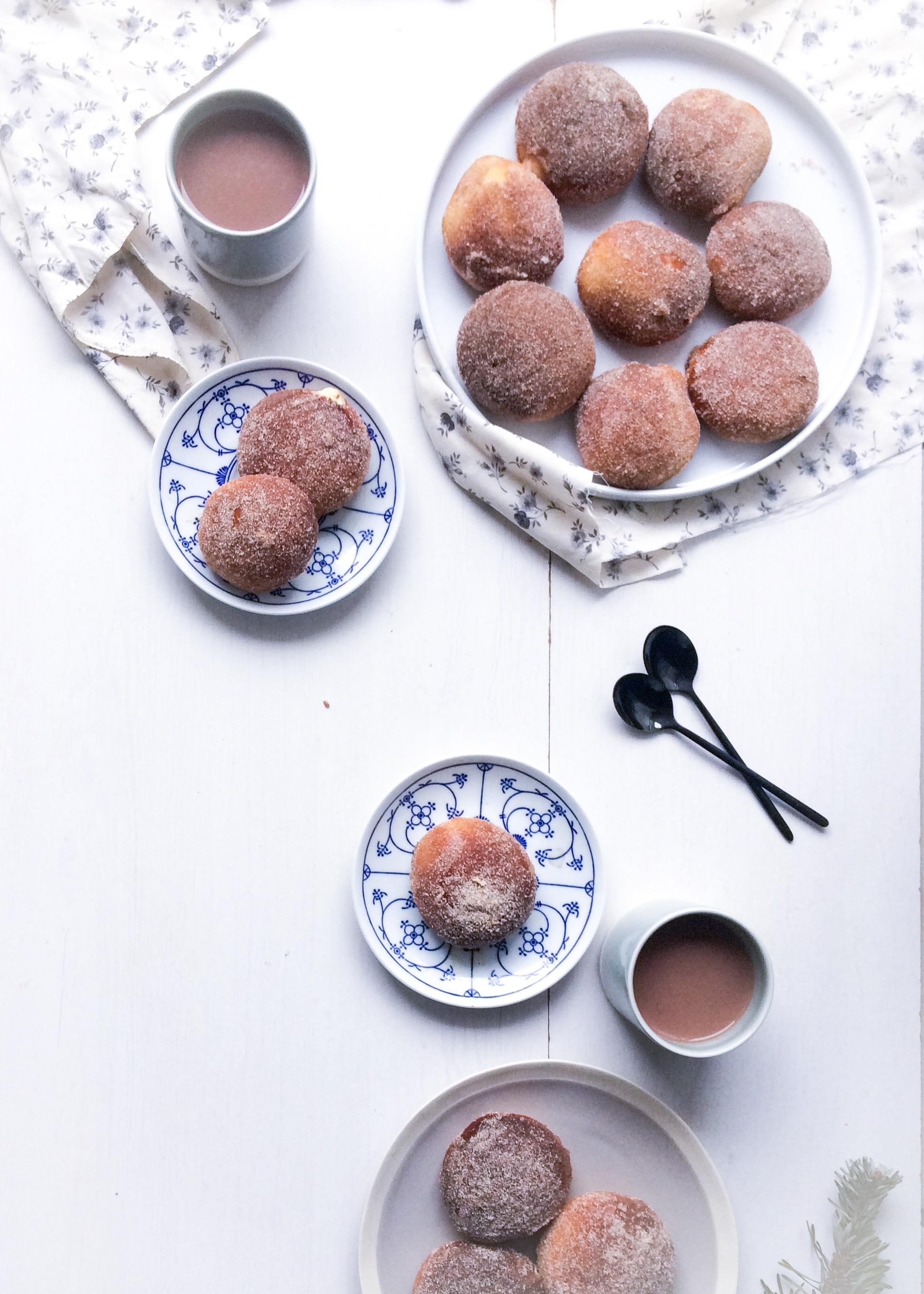 donuts au beurre de cacahu te lo dans la farine. Black Bedroom Furniture Sets. Home Design Ideas