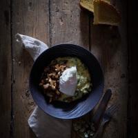 Polenta crémeuse aux épinards, champignons et oeuf poché