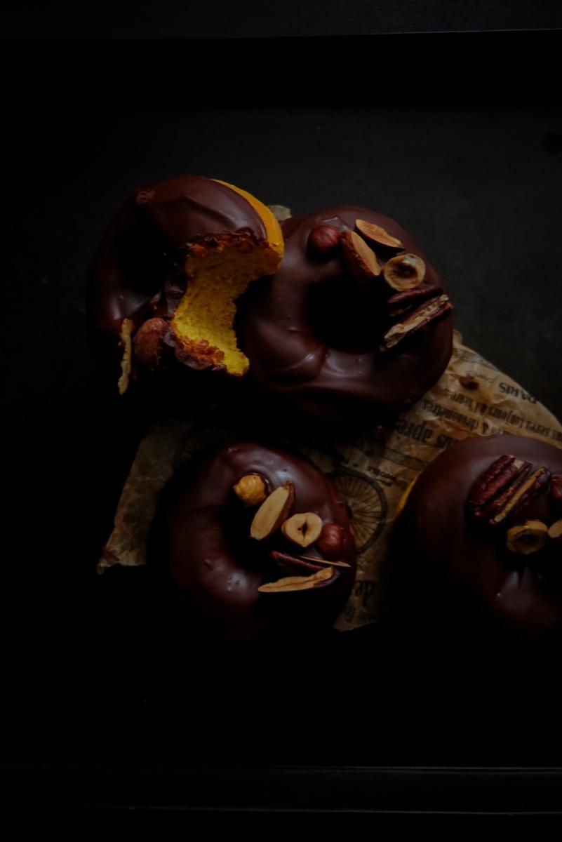 Donuts au potimarron et chocolat épicé